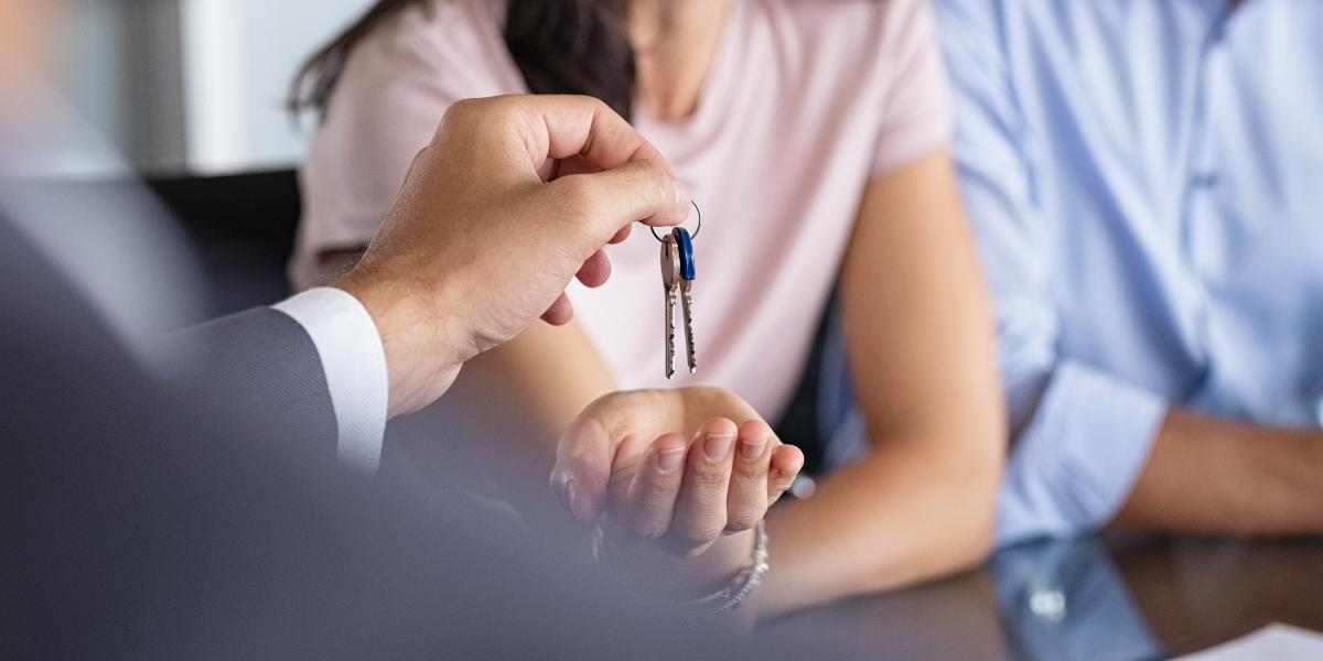 couple receiving a set of keys